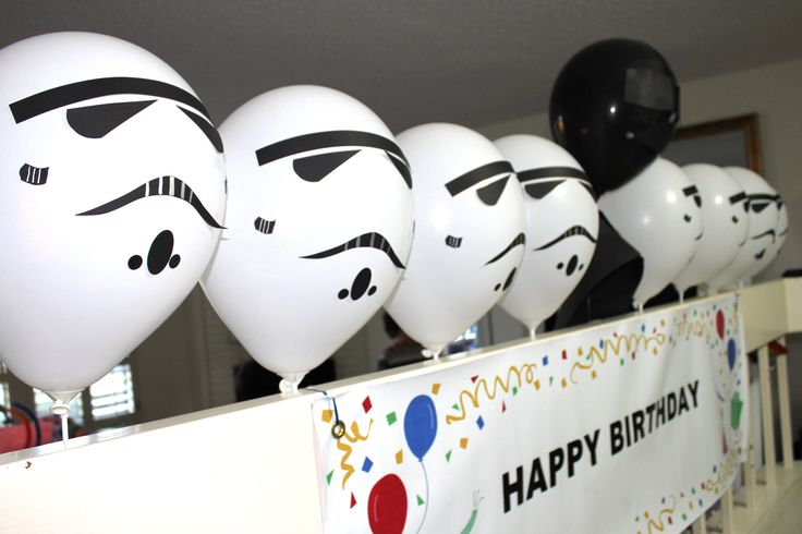 DIY Star Wars Party Stormtrooper & Darth Vader balloons