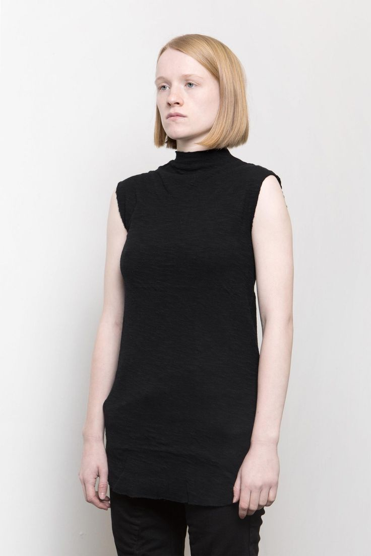 Lentrian – Raw edge black top – 100% cotton  Hand made in Morocco  The model is 165 cm height and 50 kg weight, wearing size M