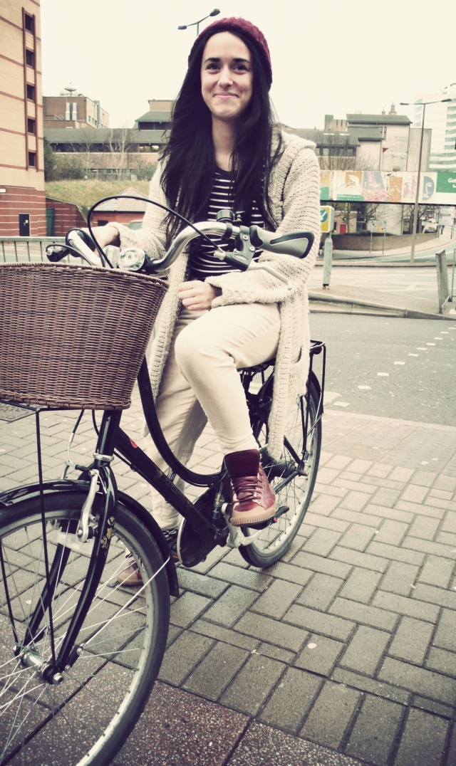 #bicicleta clasica y ropa informal