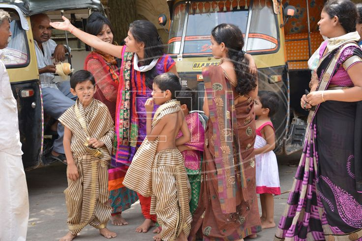 Women and children, Gujarat http://www.easytoursofindia.com/gujarat_sights.htm