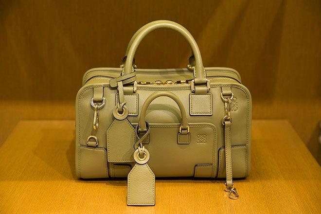 ロエベが打ち出す新作バッグの数々に出会えるポップアップショップが伊勢丹新宿本店にオープン