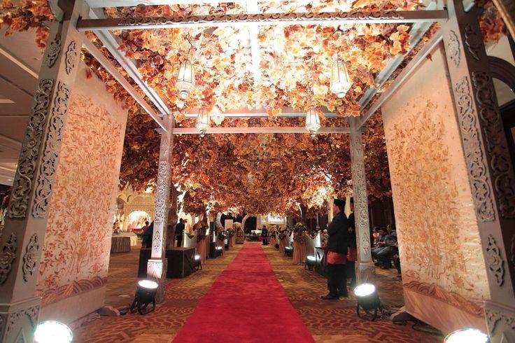 Pernikahan Minang dengan Tema Merah dan Emas - RebbyHerdi_0693