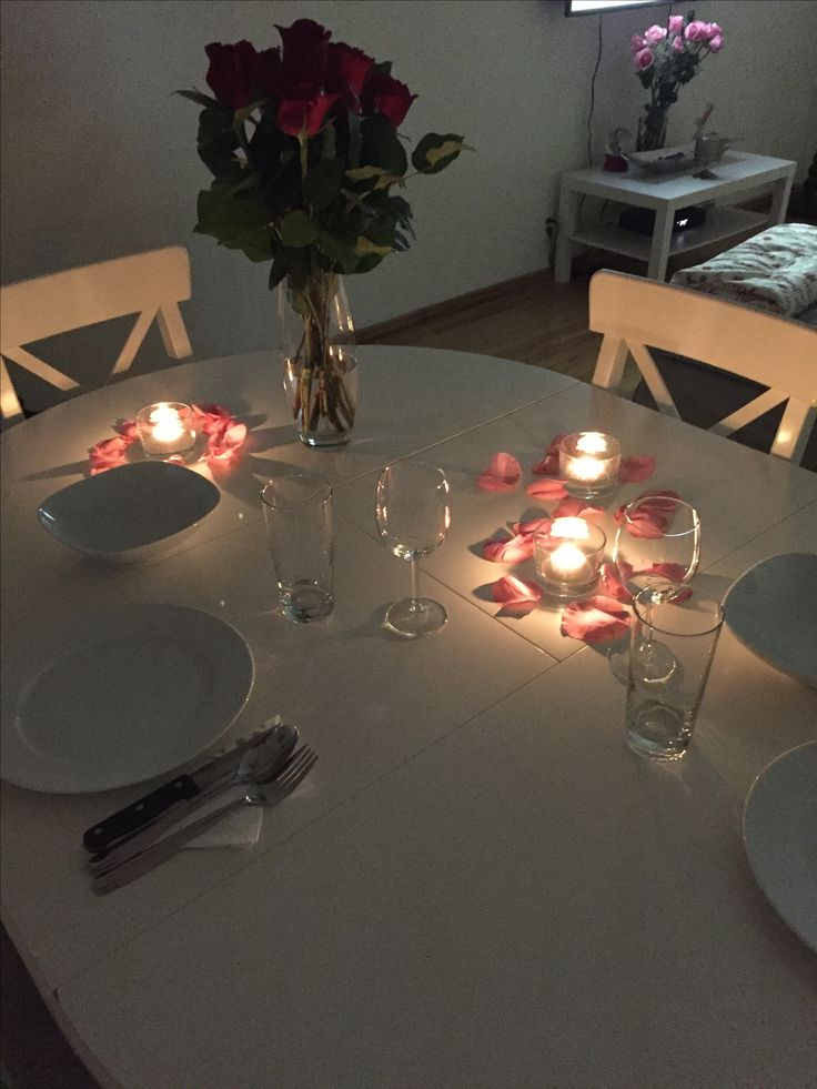 Simple and romantic dinner table