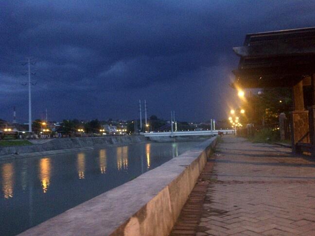 Semarang, cloudy river woles