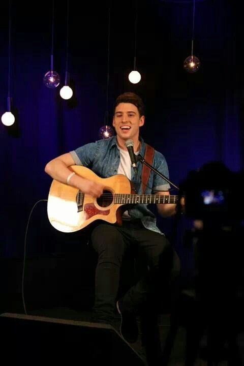 Taylor Henderson, rising Aussie star; Like share his Facebook page - updates, news tunes from Taylor himself