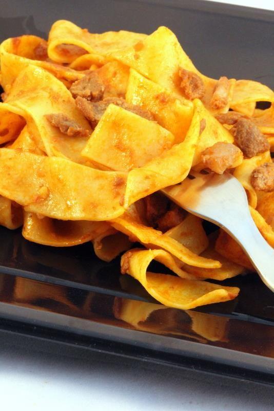 Pappardelle al ragu' di cinghiale. Dalla tradizione umbra, un piatto contadino.