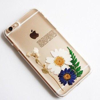 押し花を使ったナチュラルデザインのiPhoneケースです。 毎日使うものが手作りできるっていいですね。