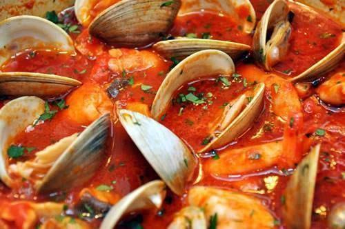 Zuppa di pesce alla napoletana (Neapolitan-Style Fish Stew)