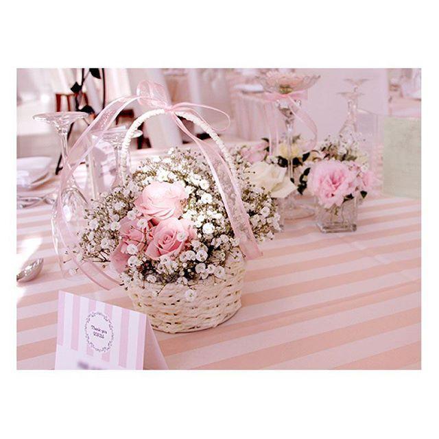 .  .  バスケットの中にバラとかすみ草を入れて、  今までお世話になった人へプレゼント♡  テーブルクロスのピンクのボーダーと  ぴったりマッチしてとっても可愛い!  もらった人も思わず笑顔になっちゃいますね!  .  #flowerwalkpopo #富山県 #花嫁準備 #プレ花嫁 #結婚式準備 #結婚式 #ウェディング #テーマウェディング #オリジナルウェディング #キャナルサイドララシャンス #ララシャンス#花屋 #花 #メイン装花 #メインテーブル #かわいい #ピンク #ラブリー #虹色 #ブライダル #wedding #weddingflowers #bride #bridal #bridalflowers #instflower #flowerstagram #flowerpic#lovely