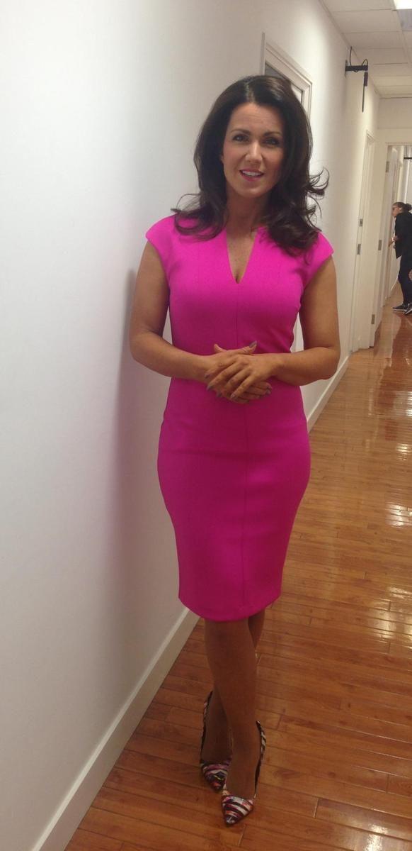 Susanna Reid wears a figure hugging Ted Baker pink dress and Nine West shoes (July 2015).