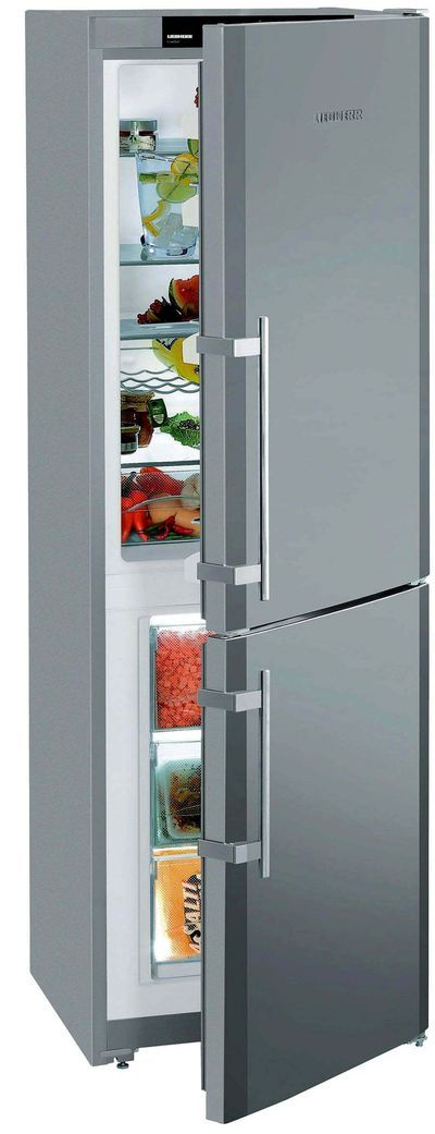 """Habillé de la finition silver, le combiné """"CUPsl 3221"""" de 284 litres (réfrigérateur 199 litres) dispose de 2 bacs à légumes de grande capacité et d'une cuve """"EasyClean"""", modulable grâce à des clayettes faciles à ajuster en hauteur, sans les sortir. Grâce à l'évaporateur """"Smart Frost"""", la réduction de givre atteint 70 % (975 euros, Liebherr)."""