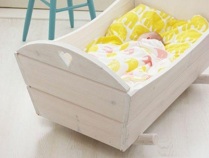 00-berceau-bébé-pas-cher-ou-trouver-la-meilleure-berceau-bebe-sol-en-parquet-beige