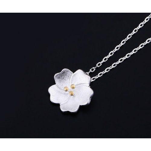 efffff92e8 Virág alakú ezüst nyaklánc   Nyakláncok   Pinterest