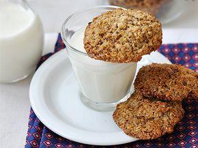 Gluténmentes sorozatunk első részében 3 finom kekszet mutatunk, melyekről senki meg nem mondaná, hogy nem klasszikus, lisztes kekszekhez van szerencsénk. Sőt, a mandula, dió és a mogyoróvaj még finomabbá is teszi ezeket az egyszerű rágcsálnivalókat.