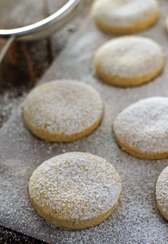 """Receta 989: Polvorones de almendra » 1080 Fotos de cocina - proyecto basado en el libro """"1080 recetas de cocina"""", de Simone Ortega."""