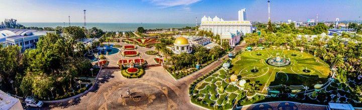 Sukhawadee Residence  Резиденция Куриного короля  Авиабилеты Москва - Бангкок от 24000 руб.  Экскурсия из Паттайи во дворец Сукхавади (Sukhawadee). Мы совершим прогулку на открытых электрокарах по дворцово-парковому ансамблю Сукхавади главной резиденции семьи Чинават. Лучшие архитекторы и дизайнеры трудились над этим шедевром. Стоимость экскурсии 800   Дворец Сукхаватди на карте  Sukhawadee - Резиденция Куриного короля Отобразить встроенную карту в полноэкранном режиме  Консультации и заказ…