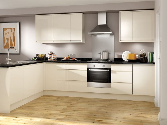 The units from Madison - Cream Handle-less kitchen | Wickes.co.uk