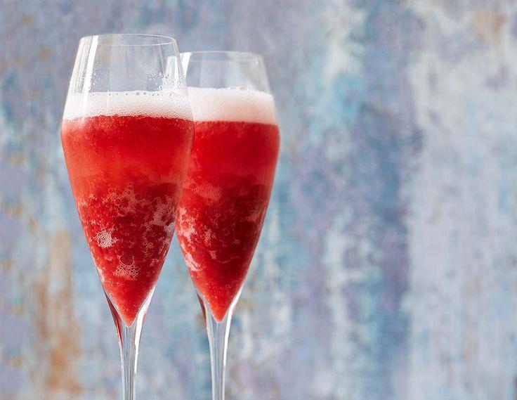 Isande jordgubbar och krispig mynta i friskt mousserande. Absolut ett vinnande recept. Fixa och njut!
