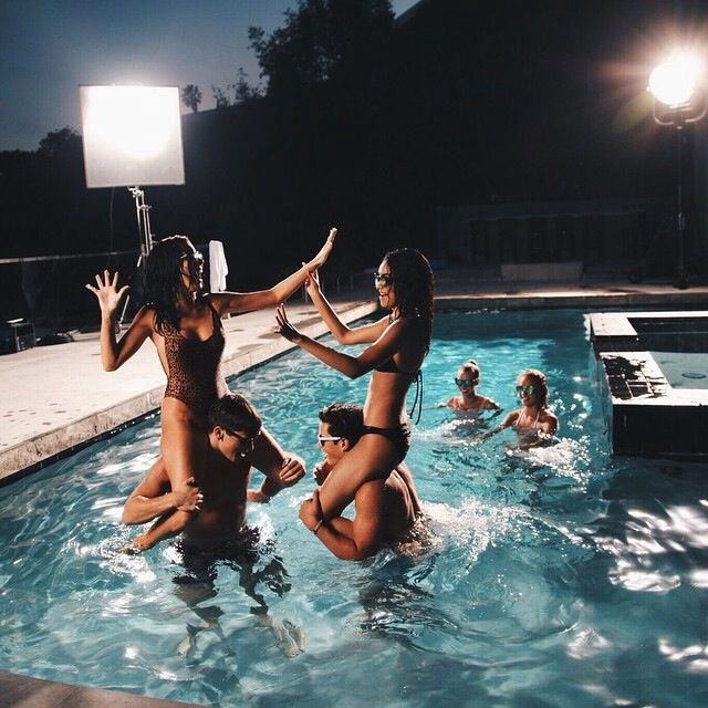 I want a summer like this so bad but my real summer is like bed all day watching pll like wtf i want this summer witnh my friends and pool parties so baddd
