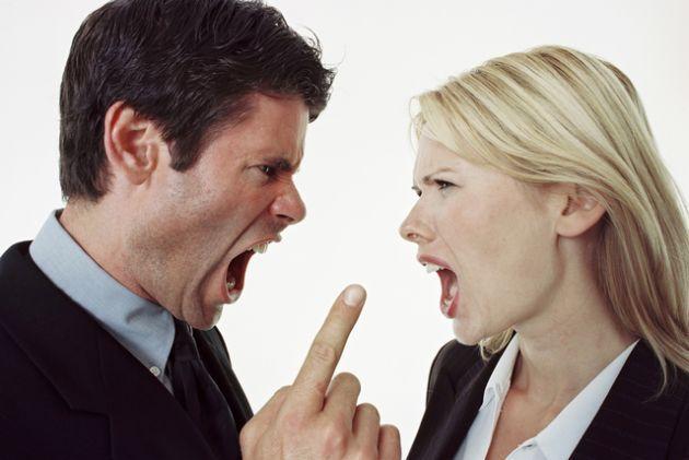 Imprecación.-El insulto, la maldición, el deseo de que a alguien le suceda una desgracia. Es la exclamación en la que se expresa el deseo de que a alguien le ocurra algo malo