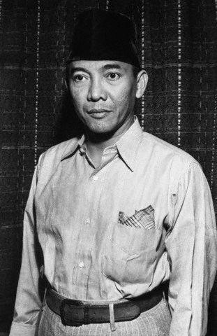 Presiden Indonesia Soekarno ditawan oleh tentara Belanda dalam upaya untuk mempertahankan kontrol Indonesia. Gambar: © Bettmann / CORBIS Tanggal Difoto: ca. 1945-1949