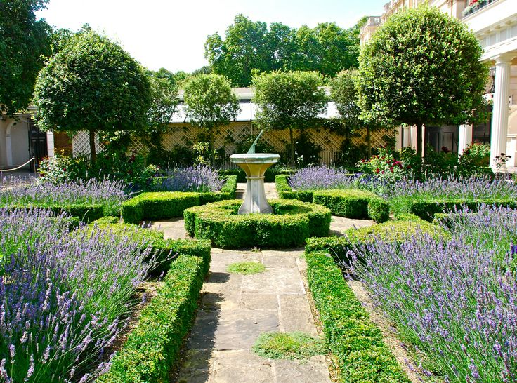 Beautiful restored gardens by Prince Charles at Clarence House, Cote De  Texas