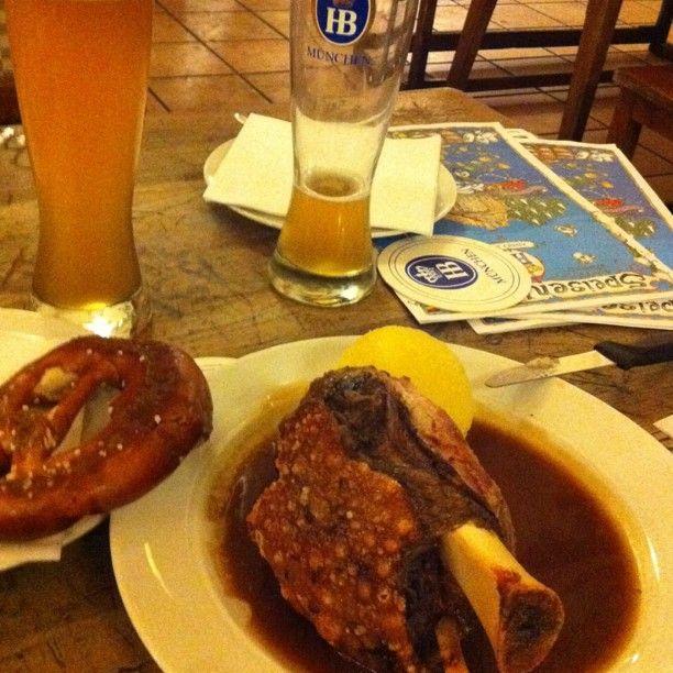 stinco, pretzel, patate e birra