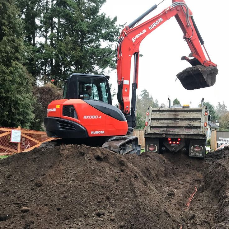 It was a wet day loading trucks at our new ocean park site. Stay tuned! #oceanpark #whiterock #surrey #crescentbeach #kubota #excavator #dumptruck #trucks #dirt #excavation #hardscape #construction #thursday #rain #wet #vancouver #northvancouver #westvancouver #bc #fortlangley #landscaping #work #fun #machines #landscaper