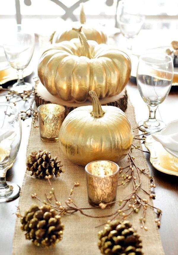 Envie d'une décoration d'Halloween originale pour émerveiller votre famille! Helloodesigner a sélectionné les meilleures idées déco pour bien fêter Halloween. Pour une décoration effrayante pour Halloween, plantez un décor tout de noir vêtu: arbre en carton, citrouille ou chandelier charbon. Ainsi, vous pouvez mettre des citrouilles de toutes tailles en noir et argent pour que le sol se transforme en potager de sorcière. Décorer avec délicatesse la table d'Halloween, en invitant des fleurs…