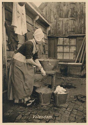 Volendam, wasvrouw pm 1915 #NoordHolland #Volendam
