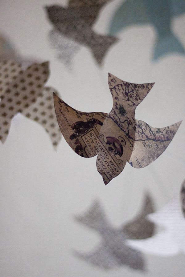 DIY Paper Bird Mobile with printable template     http://kellyhicksdesign.com    /2012/09/diy-paper-bird-mobile-plus-a-free-  printable/