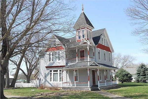 10 beautiful historic houses for sale under 100k for Homes built under 100k