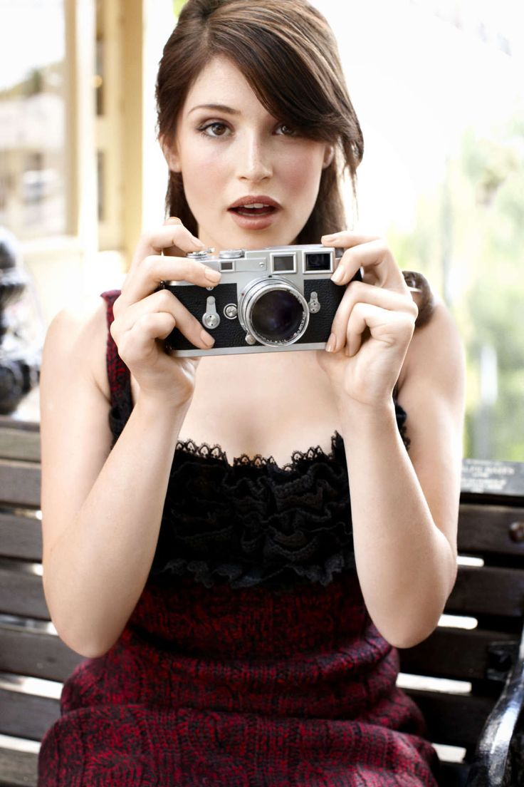 Beautiful woman. Gemma Arterton. For those of you who don't recognize her, she played the princess on the movie The Prince of Persia, the one with Jake Gyllenhaal.