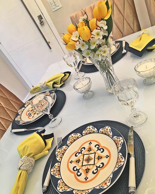 Mesinha de hoje para estrear os pratos novos e lindos ! Amando essa combinação de azul com amarelo 💛🍽💙 @oxfordporcelanas #OxfordDaily #mesaposta #mesacomamor #meseirasdobrasil #meseirasassumidas #love #amomuitotudoisso #azul #amarelo #mesadecorada #mesalinda #oxfordporcelanas #meseirasassumidas #mesacomamor #meseirasdobrasil #mesaposta