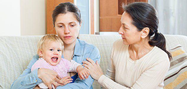 Depresión posparto Algunas sensaciones contradictorias con el momento que vive la mujer como nueva mamá, entre ellas la ansiedad, la tristeza, el cansancio y el nerviosismo pueden romper el desarrollo del vínculo materno-filial, y afectar negativamente en el crecimiento del bebé recién nacido. Los síntomas más comunes asociados con la depresión posparto son la tristeza, la irritabilidad, la fatiga, el insomnio, la pérdida de apetito y la ansiedad…