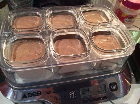 Petite préparation matinale... Ingrédients : 25cl de lait; 20cl de crème entière liquide; 80g de chocolait noir; 1 oeuf entier; 1 jaune d'oeuf; 70g de sucre. Faire fondre le chocolat avec un peu de crème (environ 1/3 de la briquette) Battre les oeufs...
