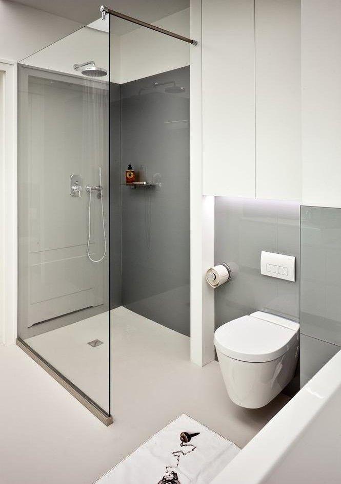 Mała łazienka - biało szara z prysznicem
