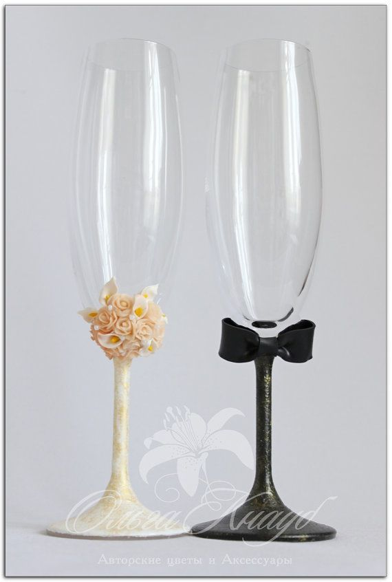 Wedding glasses Swarovski Crystal champagne flutes por LuxeFlowerl