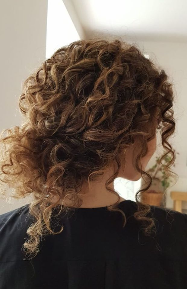 A Curly Messy Low Bun With Bangs Is A Timeless Idea For Girls With Curls Looks Very Pretty And Rela Curly Hair Styles Naturally Curly Hair Styles Hair Styles