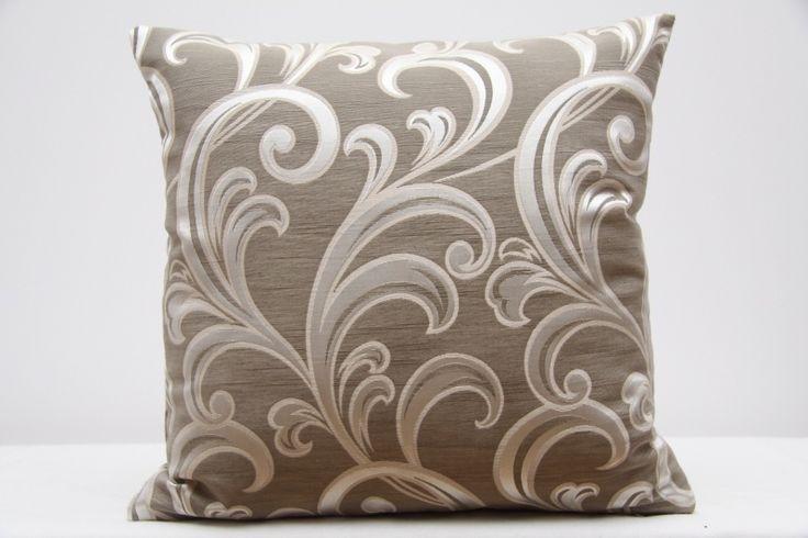 Beżowe poszewki na poduszki