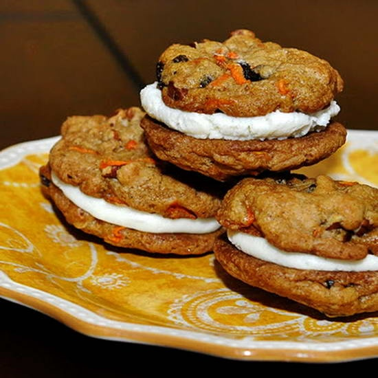Carrot Cake Cookies - the great flavor of carrot cake in a scrumptious cookie with cream cheese frosting filling.: Carrot Cakes, Cream Cheese Frostings, Sandwiches Cookies, Cream Cheese Fillings, Carrots Cookies, Carrots Cakes Cookies Recipes, Chee Frostings, Carrot Cake Cookies, Cream Cheese Cookies
