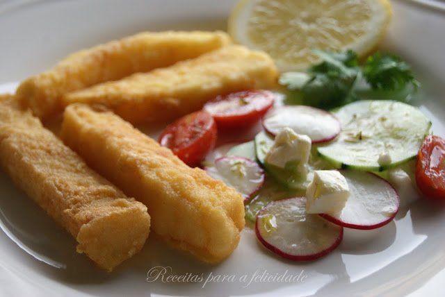 Tiras de Pota Fritas, com Salada de Pepino e Rabanete - http://gostinhos.com/tiras-de-pota-fritas-com-salada-de-pepino-e-rabanete/