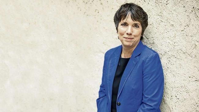 Margot Käßmann: Wer Frauen Gewalt antut, ist ein Verbrecher http://www.bild.de/politik/inland/sex-uebergriffe-silvesternacht/wer-frauen-gewalt-antut-ist-ein-verbrecher-44083078.bild.html