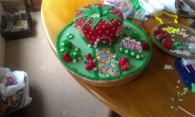 strawberry house cake