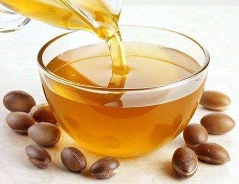 Аргановое масло не забивает поры кожи, очень быстро впитывается и не оставляет жирных следов на теле. Для получения хорошего эффекта достаточно несколько капель. Аргановое масло для лица. Каждый день утром …