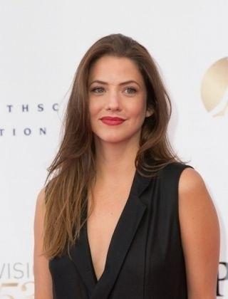 Julie Gonzalo (Dallas 2012)