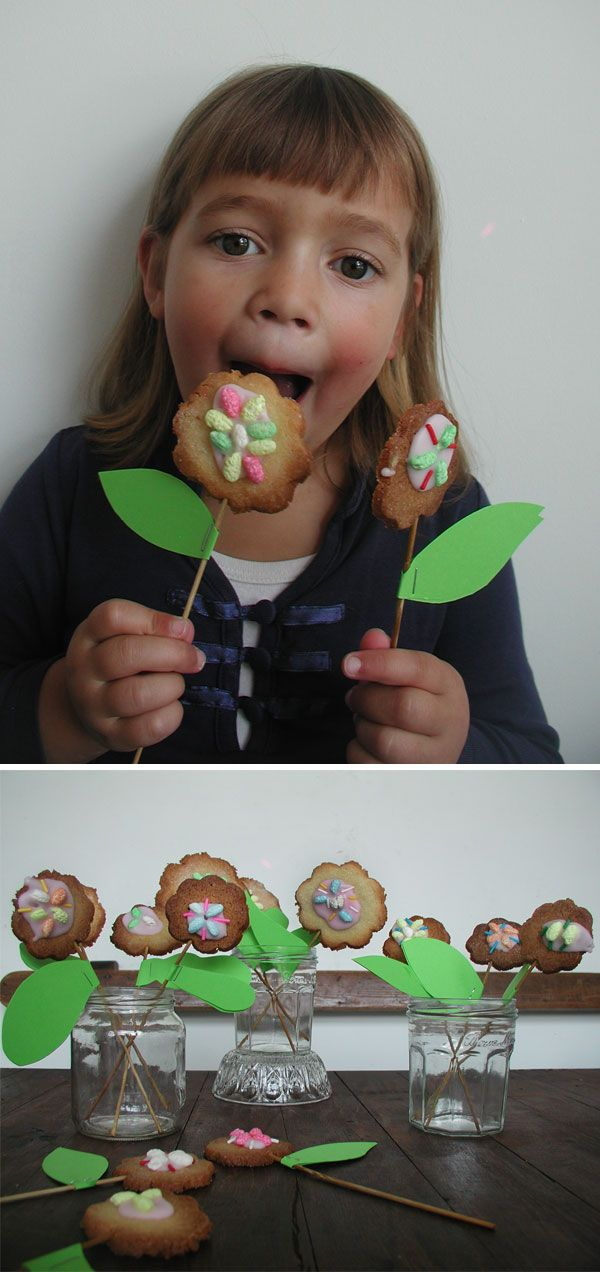These cute cookie flowers are featured in glossy magazine Kek Mama this month! They are part of a series on how to organize a great ubersweet princess party. And this princess party food is only the beginning...