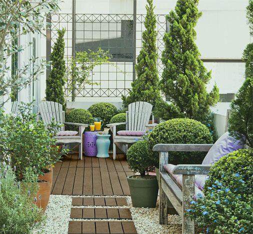jardim no terraco de apartamento:Este terraço, interligado à sala do apartamento, é uma área de