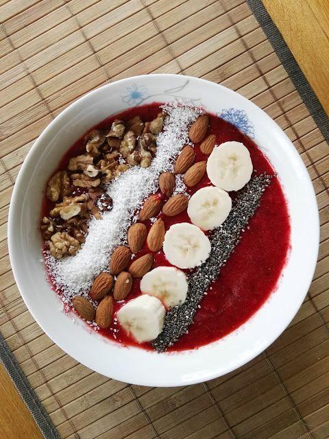 HOME MADE ACAI BOWL #homemade   #diy   #recipe   #acaibowl   #acaibowls   #heathly   #health   #eating   #cleaneating   #healthyeating   #food   #foodie   #yummy   #tasety   #foodphotography   #tryit   #czech   #strawberry   #fruit   #raw   #rawfood   #vegan   #veganfood   #vegetarian   #vegetarianrecipe   #easy   #good   #fit   #fitness   #breakfast   #breakfastideas   #ideas   #breakfastclub