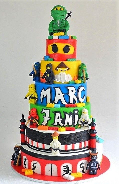 Pasiunea pentru figurinele Lego se observa si in personalizarea torturilor aniversare pentru baieti, care isi doresc ca faimosii Ninjago sa le fie alaturi la petrecerea lor, sub forma figurinelor dulci ce decoreaza un tort spectaculos.